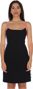 Czarna sukienka Dramée z dekoltem w kształcie litery v