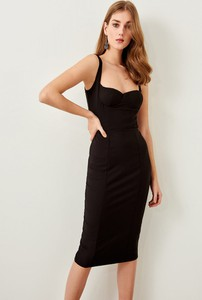 Sukienka Trendyol midi na ramiączkach