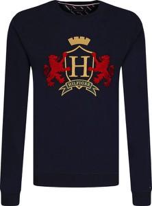 Czarna bluza Tommy Hilfiger z bawełny w młodzieżowym stylu
