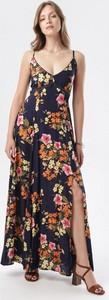 Granatowa sukienka born2be maxi z dekoltem w kształcie litery v