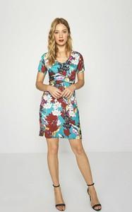 Sukienka Surkana mini z krótkim rękawem