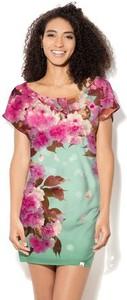 Sukienka COLOUR PLEASURE z okrągłym dekoltem dopasowana z dzianiny
