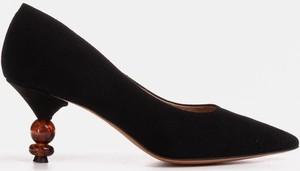 Czółenka Marco Shoes na średnim obcasie na obcasie ze spiczastym noskiem