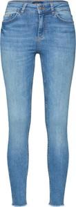Niebieskie jeansy Pieces z jeansu
