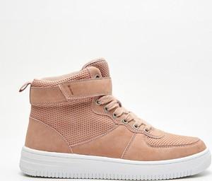 Sneakersy Cropp z płaską podeszwą sznurowane w młodzieżowym stylu