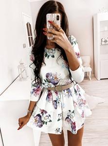 Sukienka Pakuten w stylu casual z długim rękawem rozkloszowana