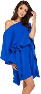 Niebieska sukienka Ooh la la z długim rękawem oversize z dekoltem w łódkę