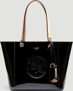 94ab2a51245b0 Czarna torebka Guess w stylu glamour na ramię ze skóry