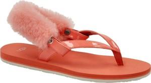 Czerwone sandały UGG Australia w stylu casual z płaską podeszwą