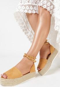 Sandały born2be z klamrami ze skóry na platformie