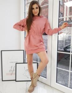 Różowa sukienka Dstreet z długim rękawem z okrągłym dekoltem w stylu casual