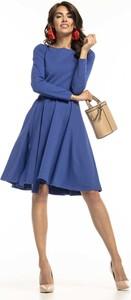 Niebieska sukienka Tessita rozkloszowana z długim rękawem z okrągłym dekoltem