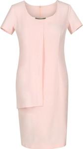 Różowa sukienka Fokus dopasowana w stylu klasycznym midi