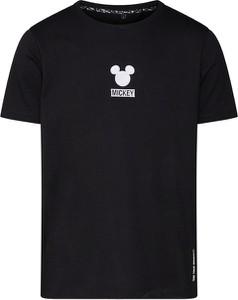 Czarny t-shirt Disney X About You w stylu casual z dżerseju