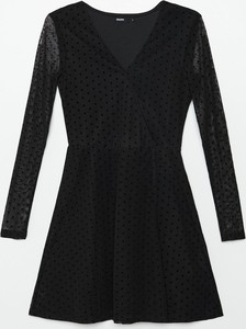Sukienka Cropp trapezowa z dekoltem w kształcie litery v z długim rękawem