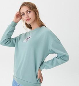 Turkusowa bluza House w młodzieżowym stylu