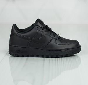 Buty sportowe Nike w sportowym stylu na koturnie sznurowane