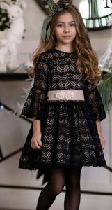 Czarna sukienka dziewczęca Mała Mi w kwiatki