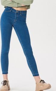 Niebieskie jeansy Sinsay z jeansu