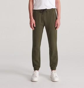 Zielone spodnie sportowe Reserved