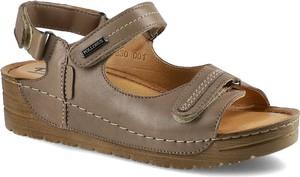 Brązowe sandały Pollonus na koturnie z klamrami