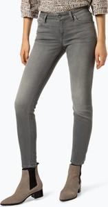 Jeansy Lee w street stylu z jeansu