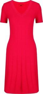Sukienka Hugo Boss z dekoltem w kształcie litery v mini w stylu casual