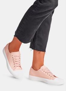Różowe trampki DeeZee z płaską podeszwą sznurowane w młodzieżowym stylu