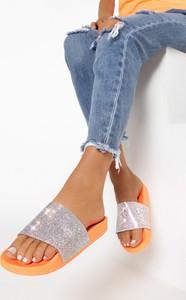 Pomarańczowe klapki born2be w stylu casual