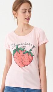 Różowy t-shirt House w młodzieżowym stylu