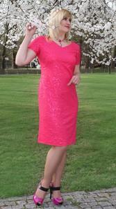 Różowa sukienka Oscar Fashion z dzianiny z dekoltem w kształcie litery v z krótkim rękawem