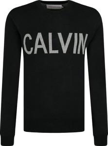 Sweter Calvin Klein w młodzieżowym stylu