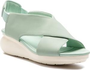 Miętowe sandały Camper ze skóry w stylu casual