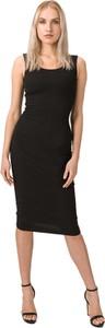 Czarna sukienka Guess ołówkowa midi z okrągłym dekoltem