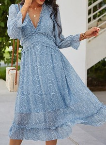 Niebieska sukienka Cikelly z dekoltem w kształcie litery v z długim rękawem midi