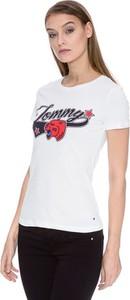 T-shirt Tommy Hilfiger z krótkim rękawem z okrągłym dekoltem w młodzieżowym stylu