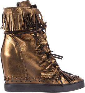 Złote buty sportowe bayla sznurowane na koturnie ze skóry