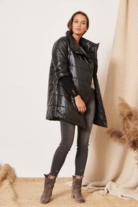Czarna kurtka Versada