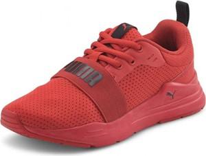 Czerwone buty sportowe Puma w sportowym stylu z płaską podeszwą