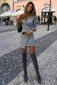 Sukienka Ivet.pl z długim rękawem z dekoltem w kształcie litery v kopertowa