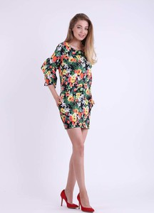 Sukienka Nommo dopasowana z okrągłym dekoltem w stylu casual