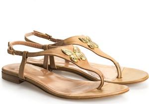 Sandały ubierzsie.com ze skóry z płaską podeszwą z klamrami