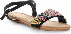 Czarne sandały Gatisa z klamrami