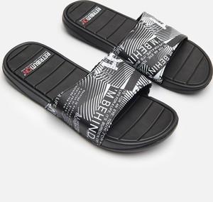 Czarne buty letnie męskie Cropp