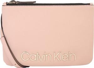 Różowa torebka Calvin Klein średnia ze skóry
