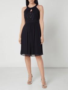 Czarna sukienka Jake*s Cocktail w stylu glamour z okrągłym dekoltem