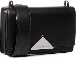 Czarna torebka Emporio Armani matowa na ramię średnia