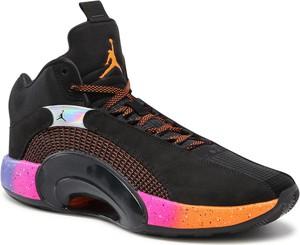 Czarne buty sportowe Nike sznurowane ze skóry ekologicznej w sportowym stylu
