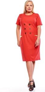 Czerwona sukienka Fokus z lnu z krótkim rękawem z okrągłym dekoltem