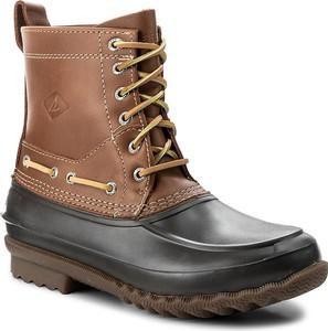 Brązowe buty zimowe Sperry w militarnym stylu ze skóry